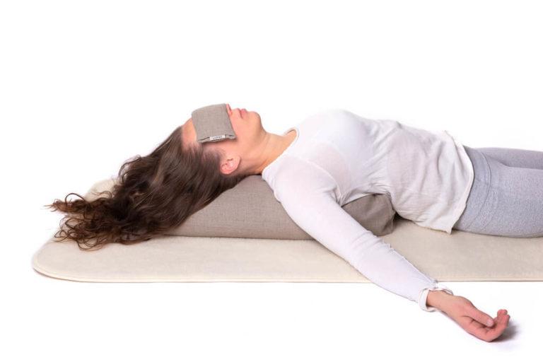 Sarwa-Yoga-villamatto-silmatyyny