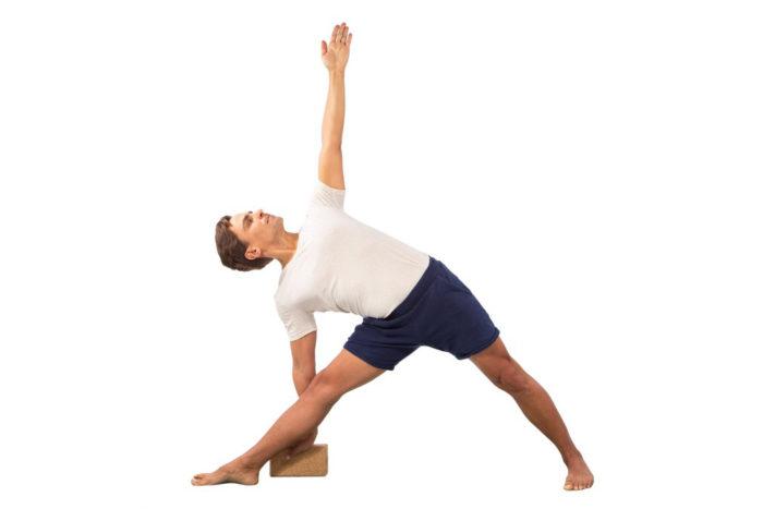 sarwa-yoga-joogatiili-trikonasana
